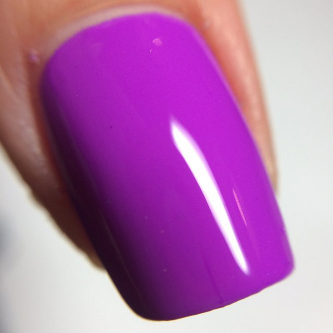 Peace macro - bright neon purple gloss top coat