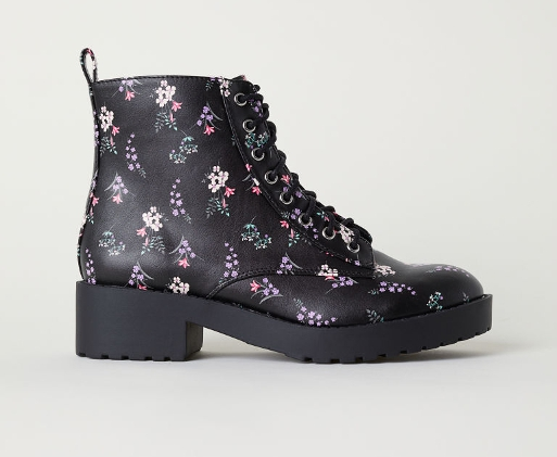 Patterned chukka boots